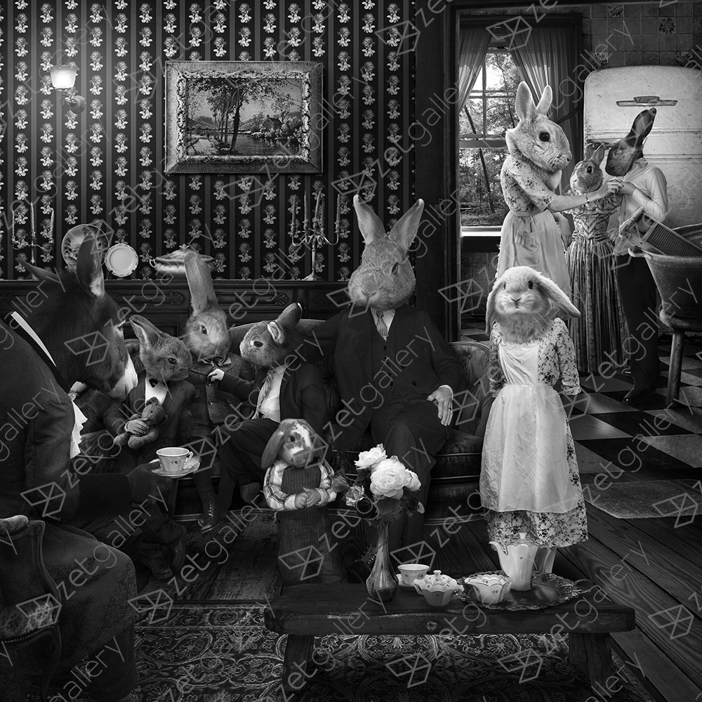 Mrs. Rabbit sometimes thinks about how it would be like if she invested instead in a career, Fotografía Digital Blanco y Negro original por Mafalda Marques Correia