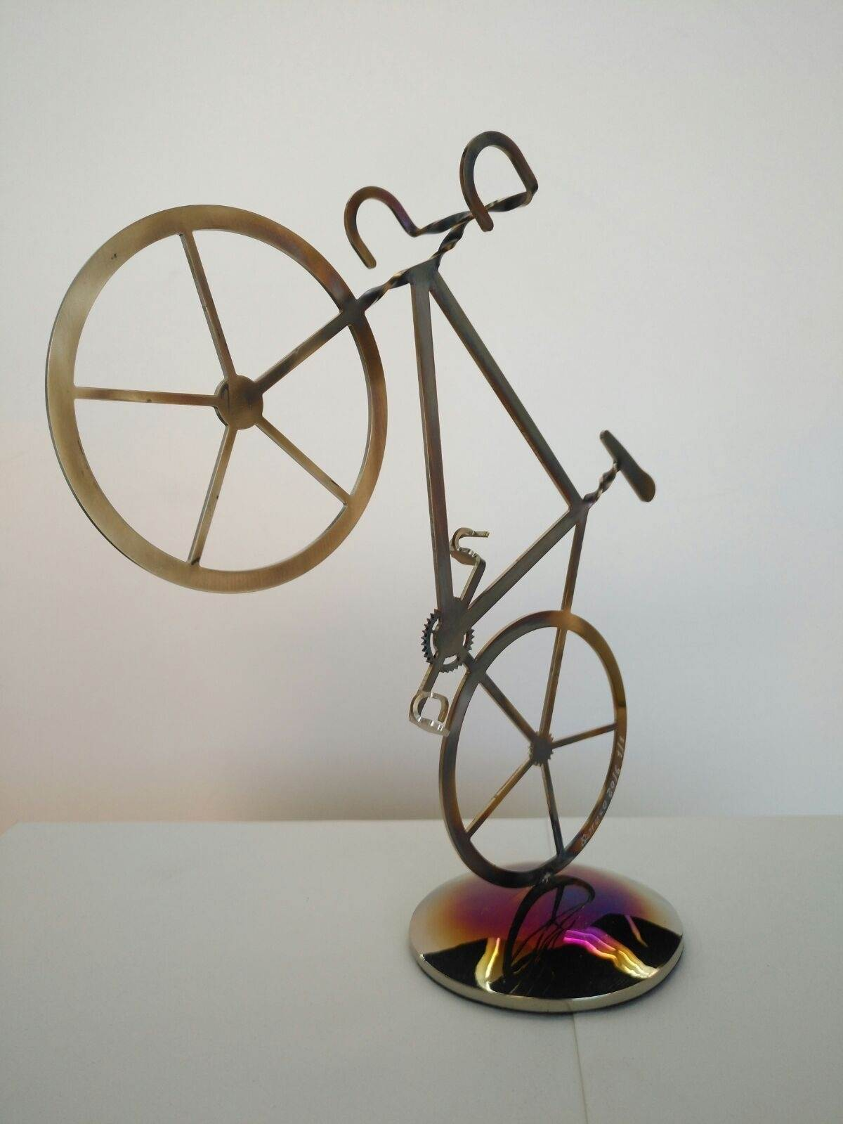 Bicicleta 250 de carrera 1/1, original Small Metal Sculpture by Juan Coruxo