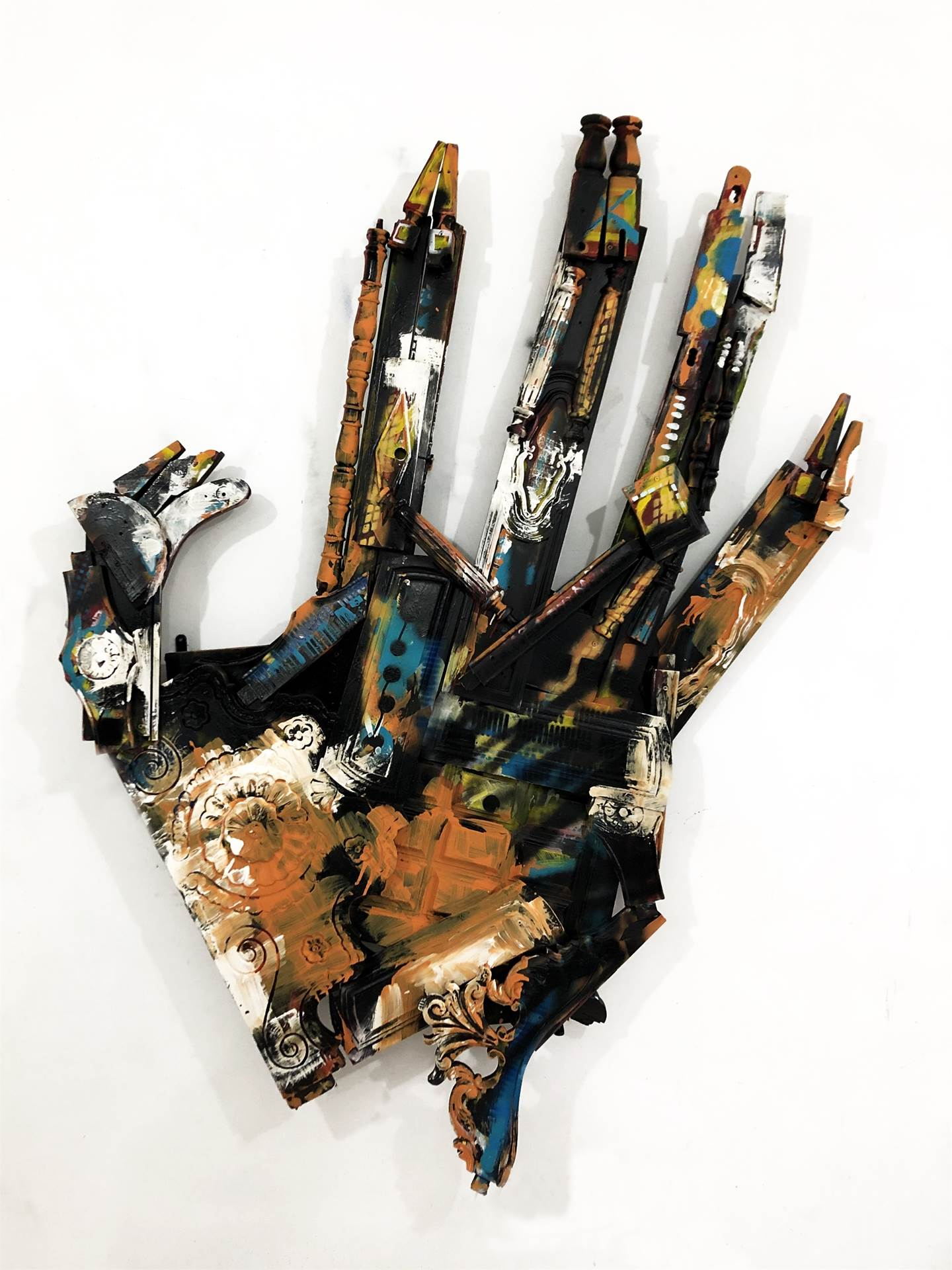 This is the Hand/end, original Body Wood Painting by Luís Canário Rocha