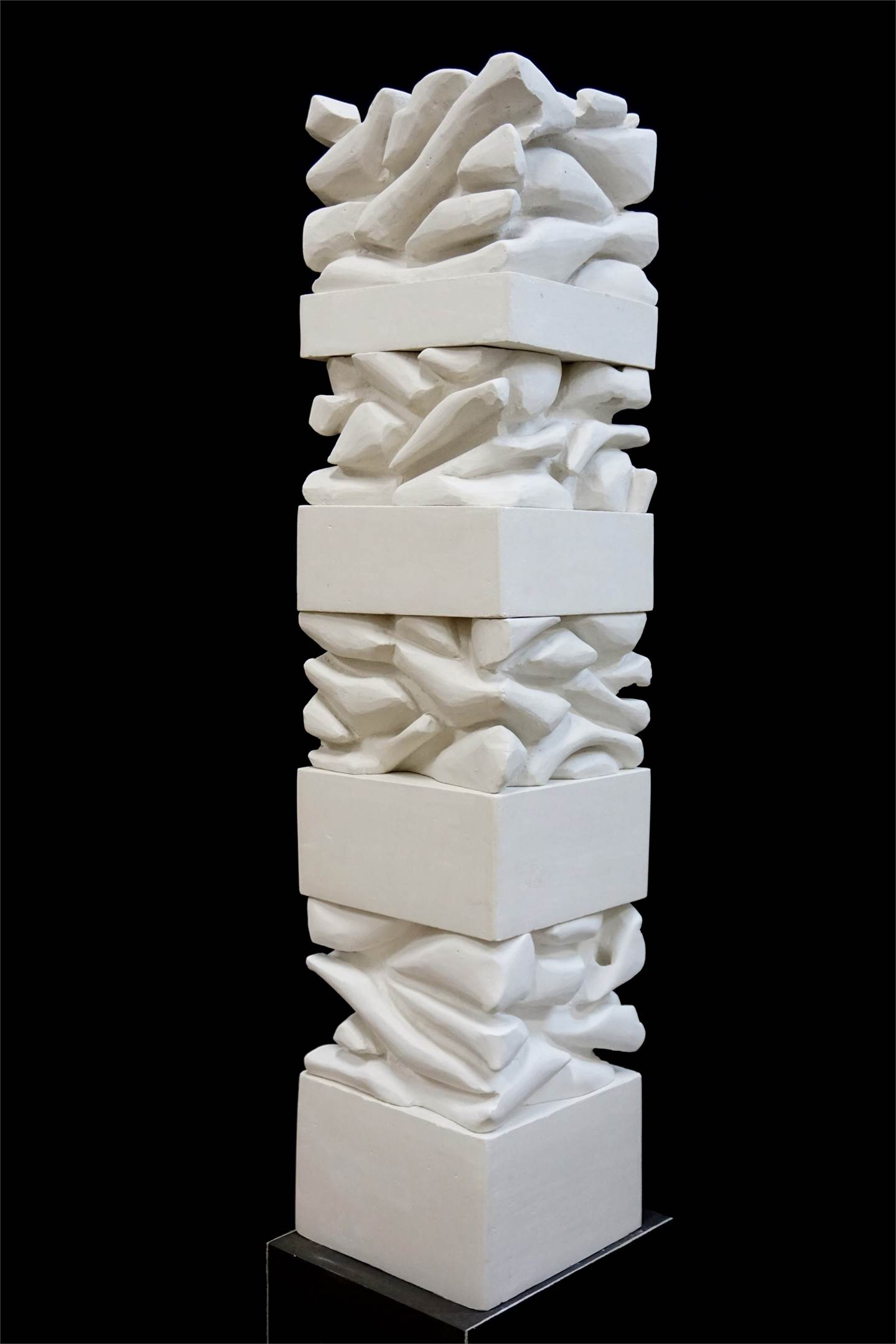 Estratos de Pensamento II, original Abstract Plaster Sculpture by Jéssica Burrinha