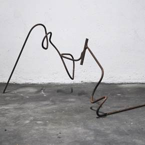 Em Linha_003, original Abstract Iron Sculpture by Joana Lapin