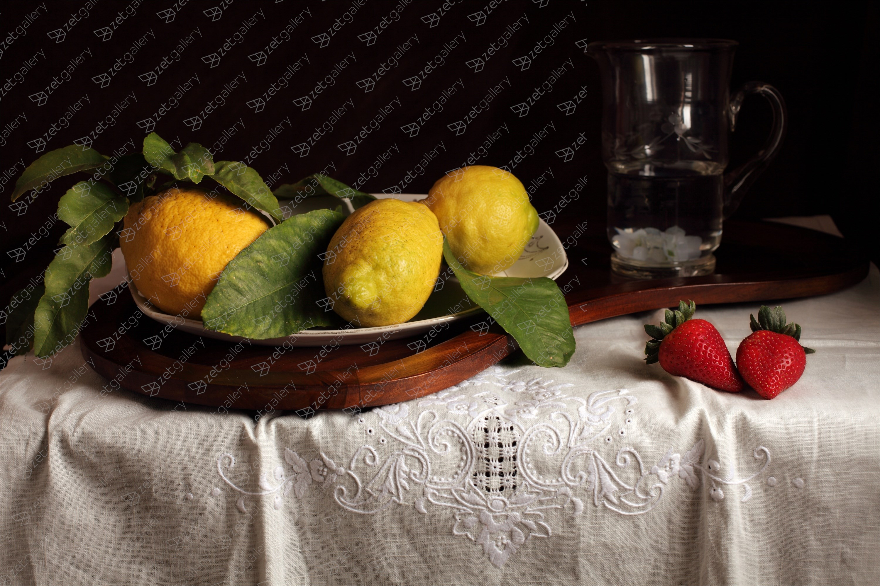 Bodegón de los limones y las fresas, original Still Life Digital Photography by Cecilia Gilabert