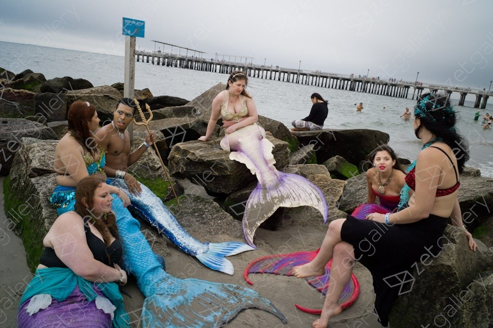 Modern-day mermaids. Coney Island, NYC, Fotografia Digital Corpo original por Dimitri Mellos