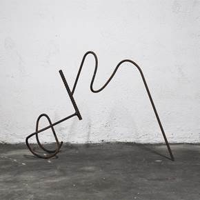Em Linha_002, original Abstract Iron Sculpture by Joana Lapin