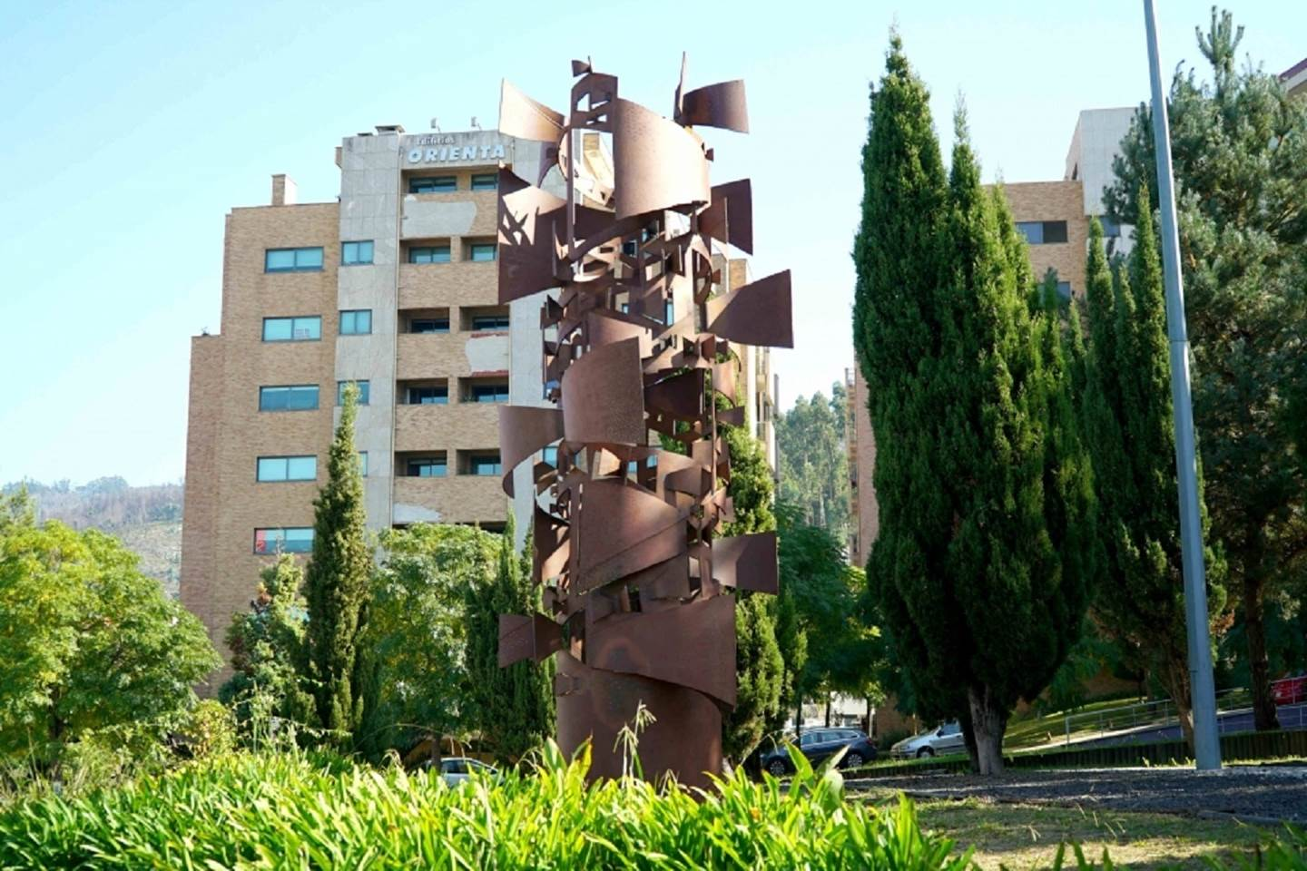 Janelas Abertas, original Nature Iron Sculpture by Miguel  Neves Oliveira