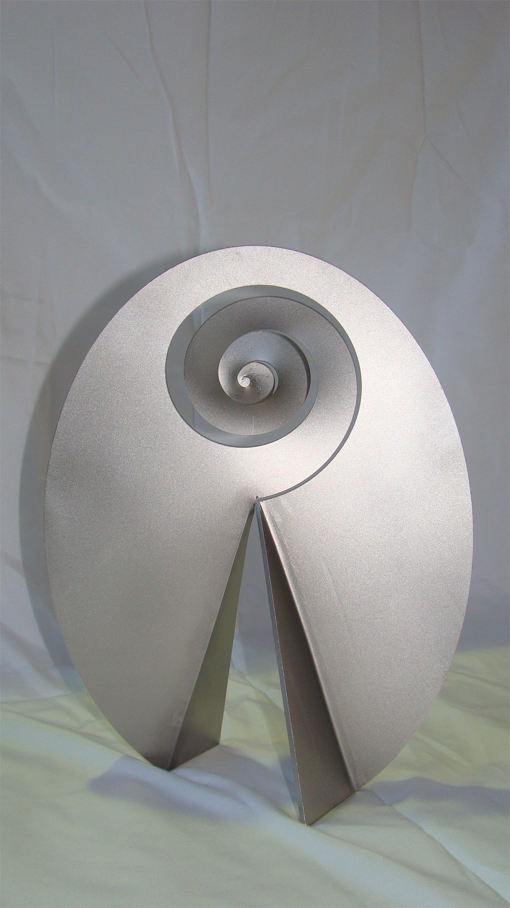 Carrapicho ó vento mareiro (Descomposición del óvalo), original Abstract Metal Sculpture by Juan Coruxo