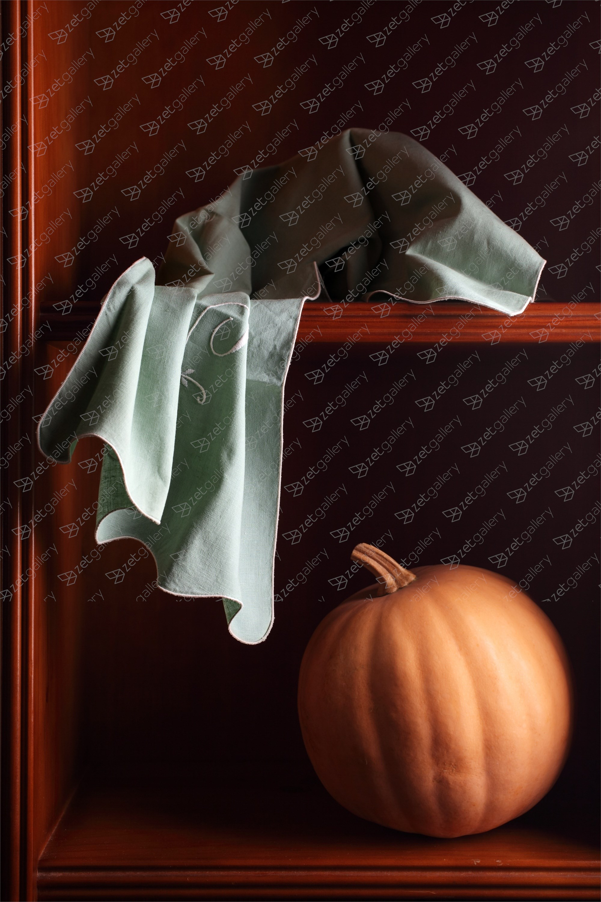 Calabaza y paño, original Still Life Digital Photography by Cecilia Gilabert