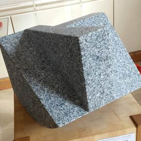PENDIENTES PRONUNCIADAS II/PRONOUNCED SLOPES II, original Geometric Granite Sculpture by OSCAR AGUIRRE COMENDADOR