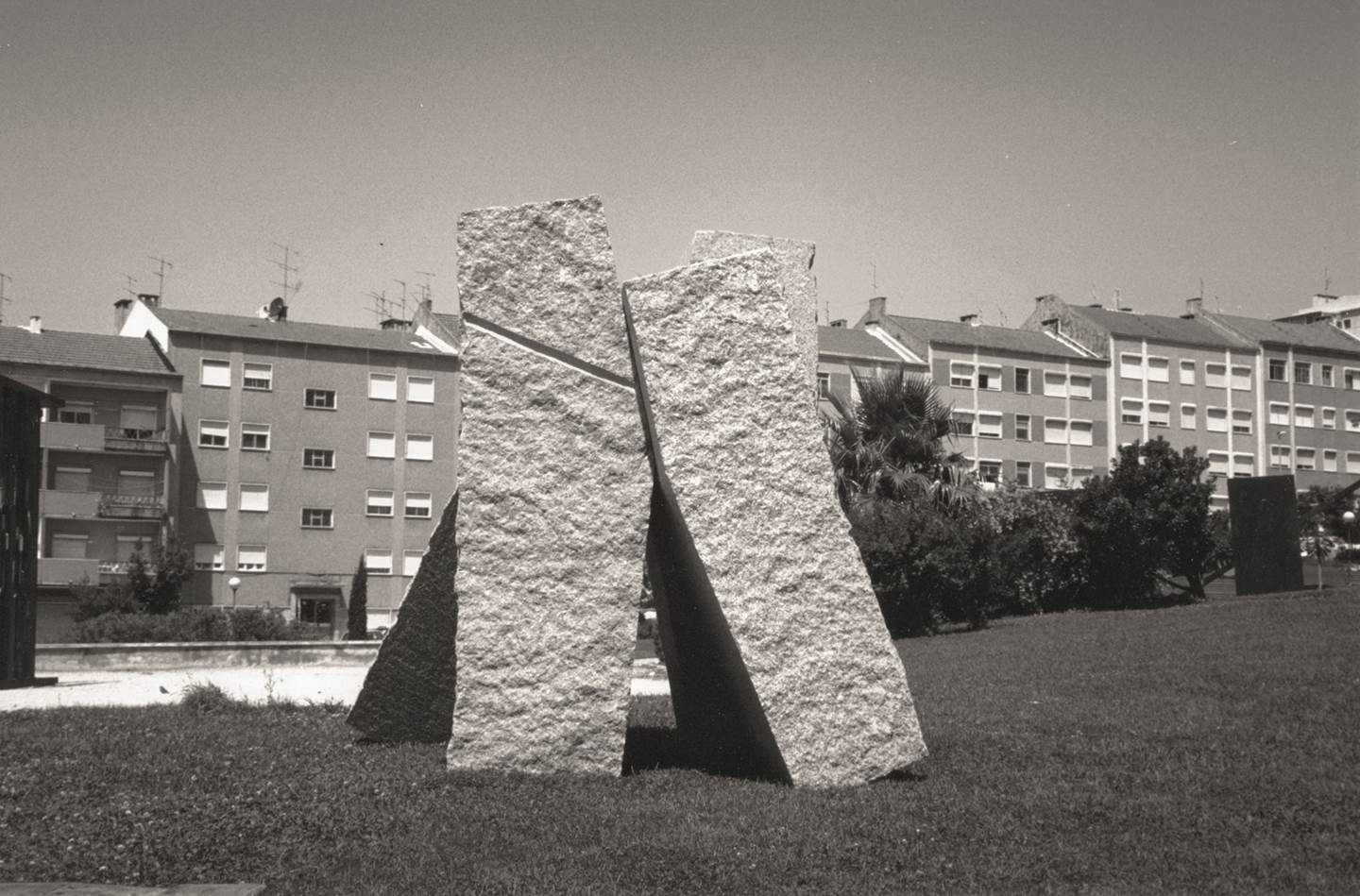 Fortaleza, original Abstract Mixed Technique Sculpture by Volker Schnüttgen