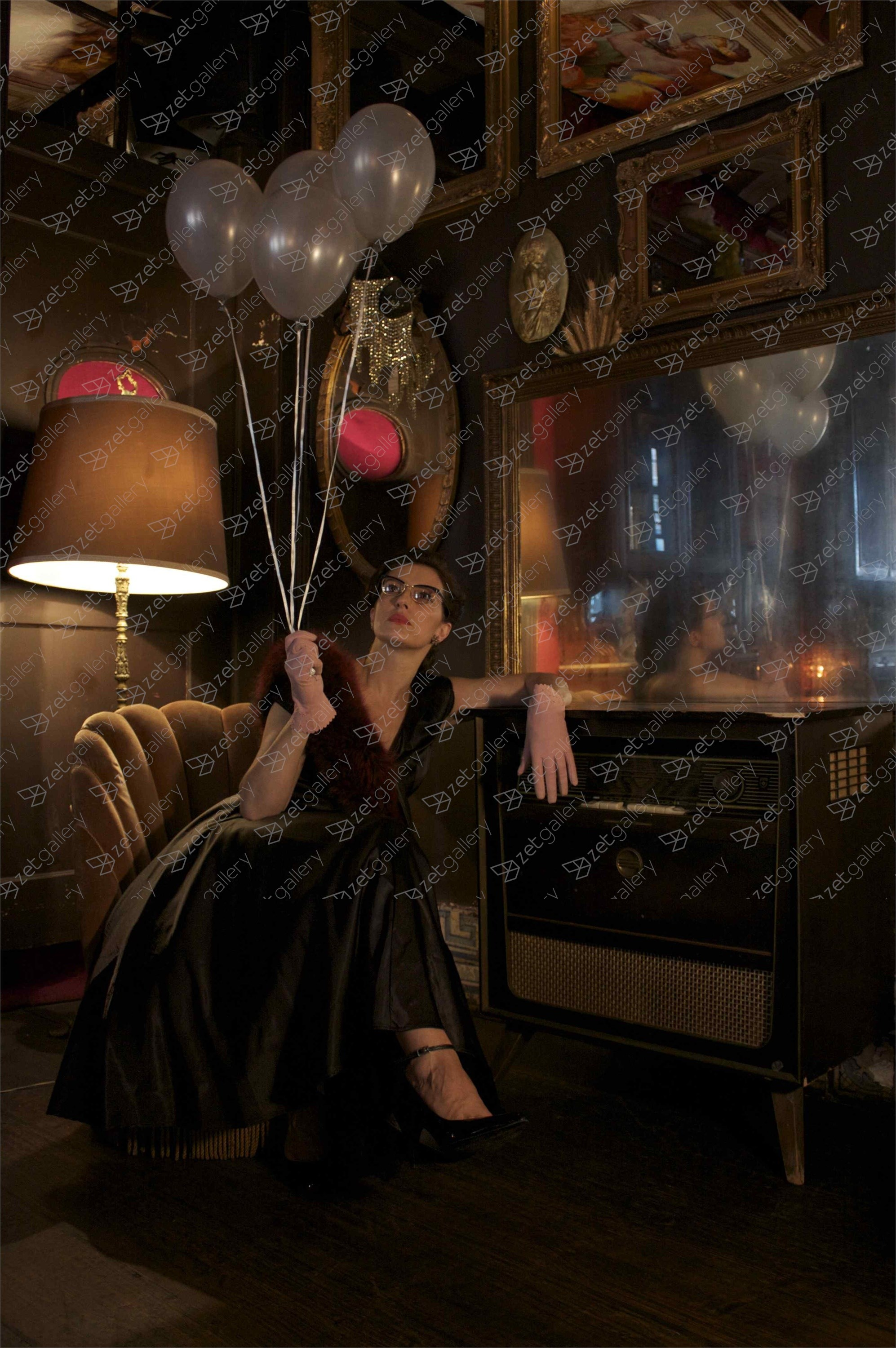 Fly me to the moon, Fotografía Digital Figura Humana original por Claudia Clemente