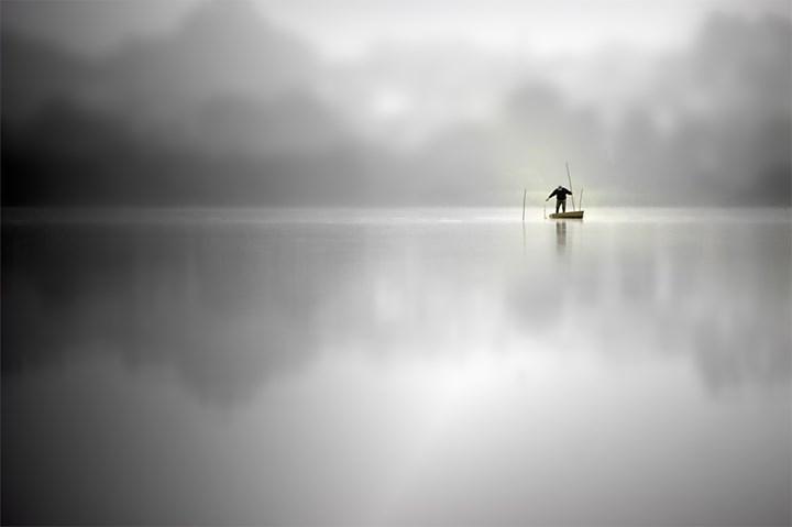 Hoje, a manhã vestiu-se de branco, original Minimalist  Photography by Horácio Graça