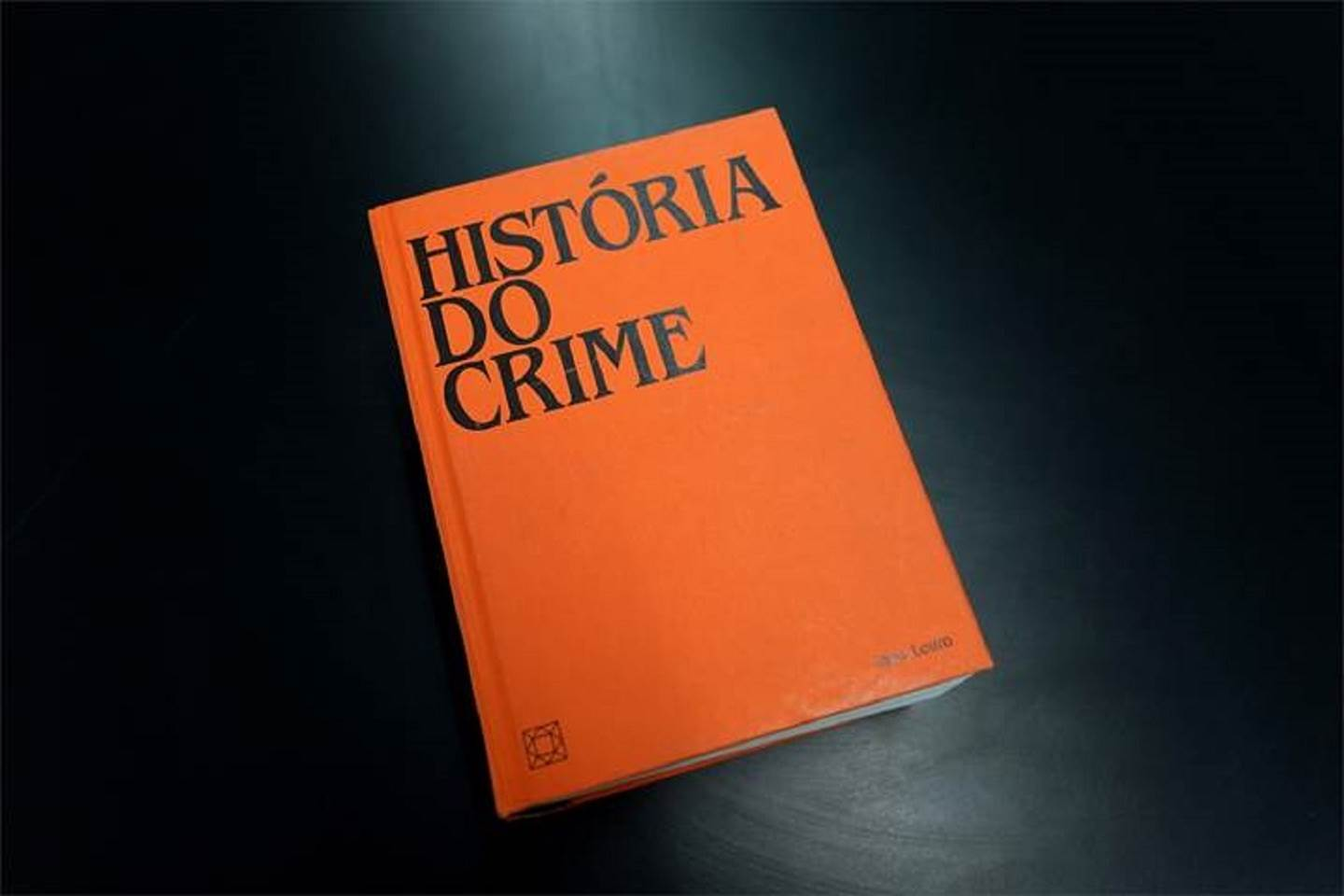 História do Crime, original Abstract Mixed Technique Sculpture by João  Louro