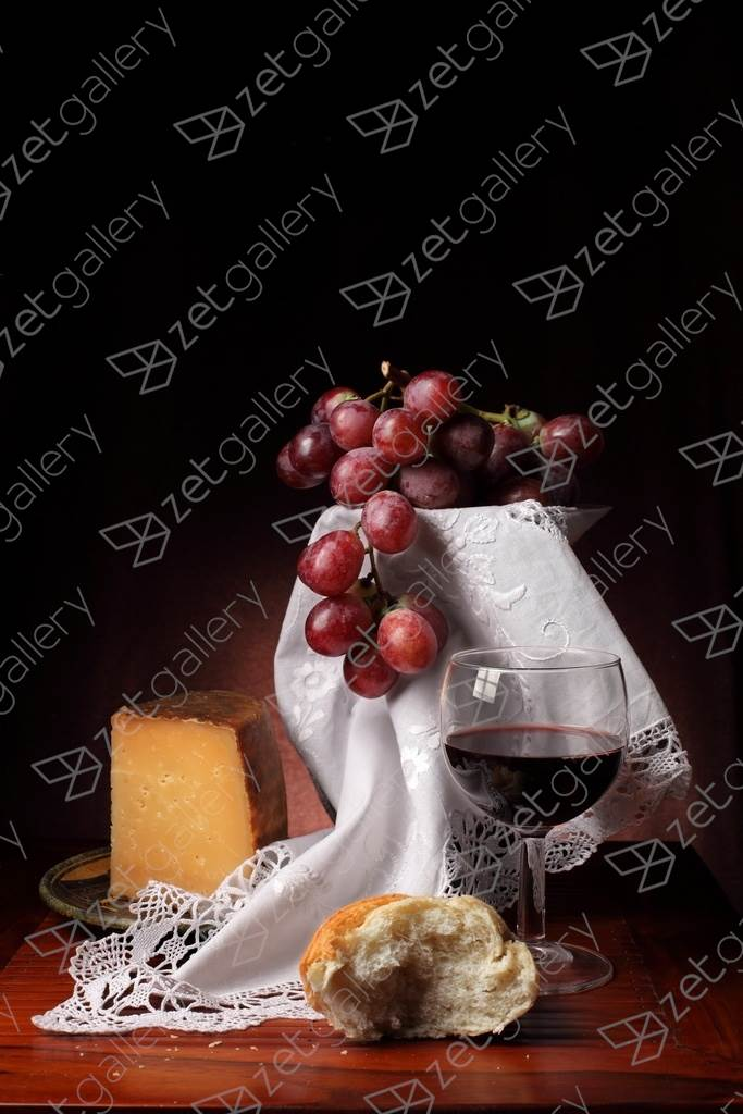 Bodegón del queso y las uvas, original Still Life Digital Photography by Cecilia Gilabert