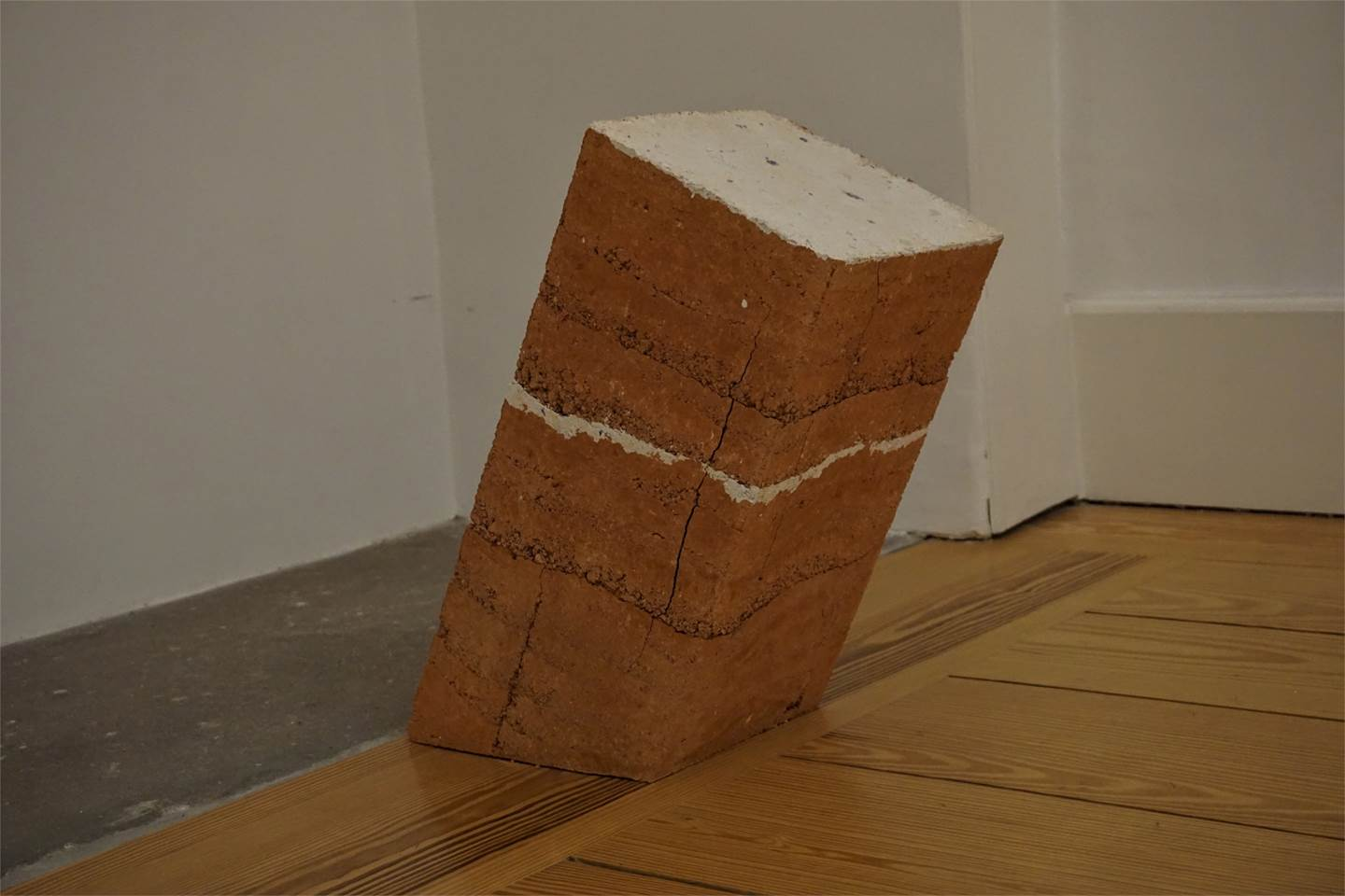 Decadência, original Abstract Clay Sculpture by Jéssica Burrinha